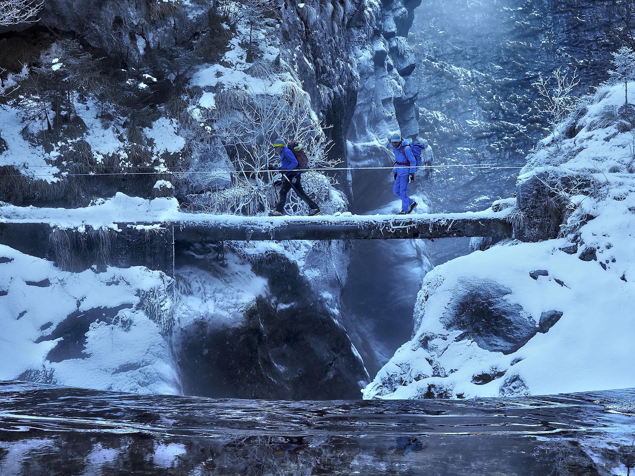 il ponte che attraversa il fiume Dezzo